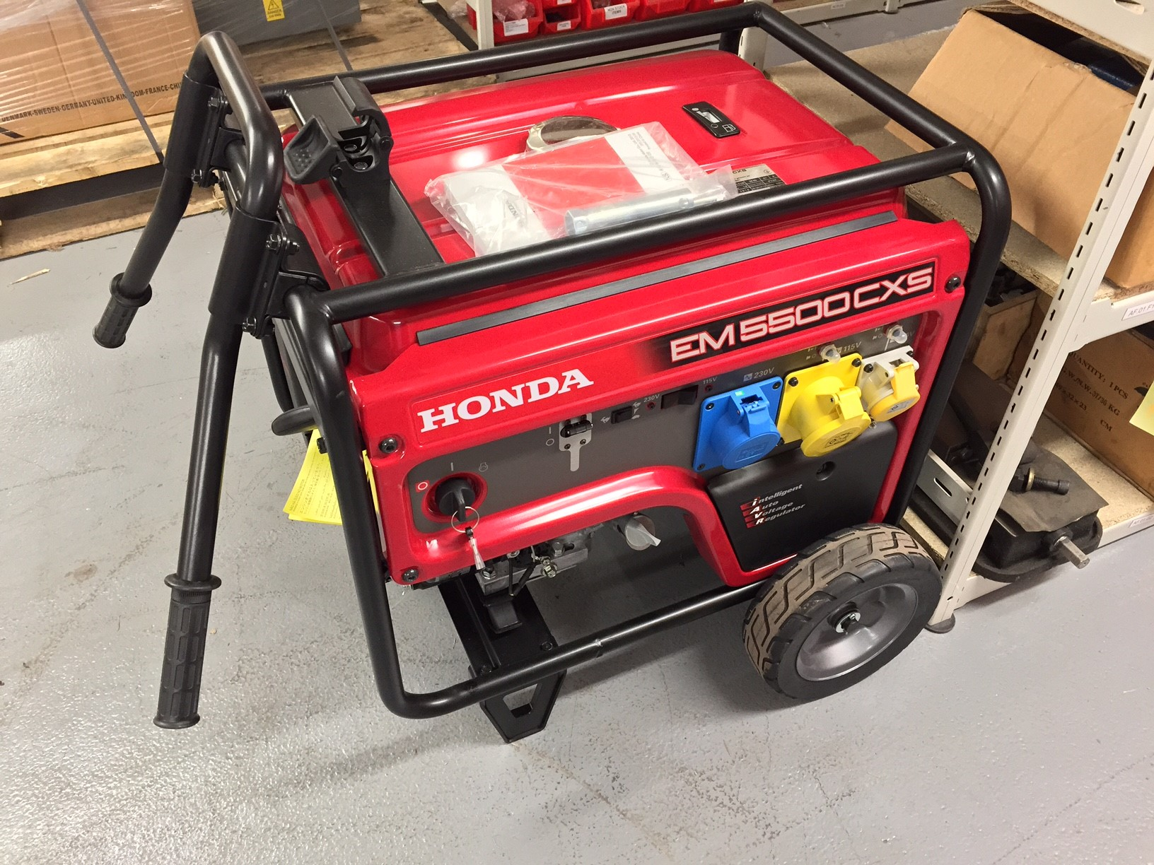 The Honda EM5500CXS115v/230v generator features  5500W power output, AVR Output,  Electric start 4-stoke engine  Unique oil alert system, 70dBa