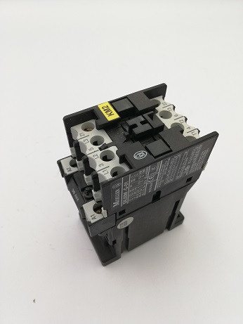 Moeller Contactor 3 Pole 24V DC For Turning Centre